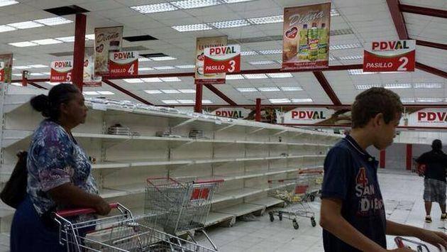 Resultado de imagen para imagenes de gente haciendo cola en supermercados en venezuela