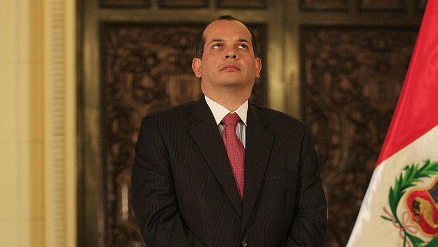Hablará con Villena para coordinar aumento del salario mínimo. (Perú21)