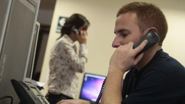 """""""Usuarios deben romper el candado de sus teléfonos para comunicarse más barato"""", afirma Guillermo Thornberry. (Rafael Cornejo)"""
