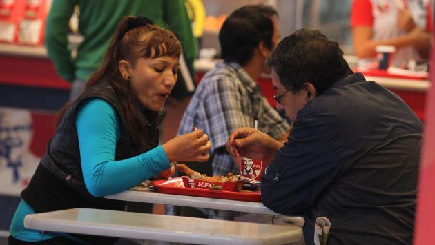 Las personas comen mal gracias a todo un sistema de publicidad, según representante de la OPS. (USI)