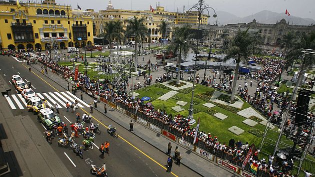 La Plaza de Armas albergó peruanos y extranjeros. (Alberto Orbegoso)