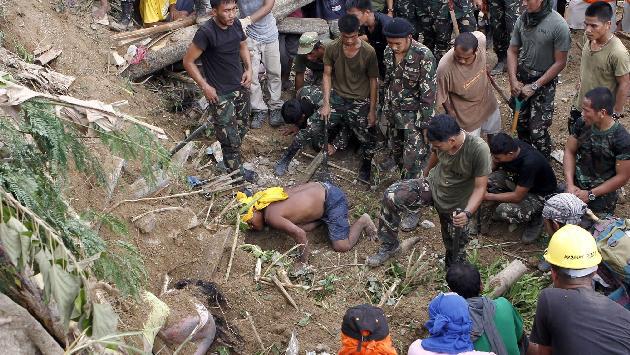 Más de 400 policías y soldados participan en la búsqueda. (Reuters)