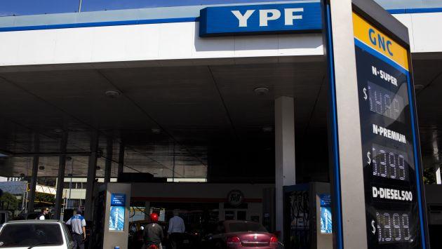 YPF controla el 52% de la capacidad de refinamiento de Argentina. (AP)
