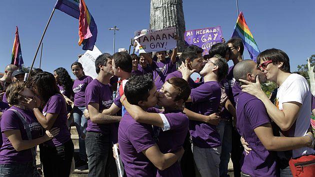 Los gays pueden manifestar su afecto en público. (AP)