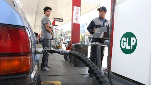Algunos conductores se quejaron de que los precios aún siguen altos pese a la caída del precio del crudo. (USI)