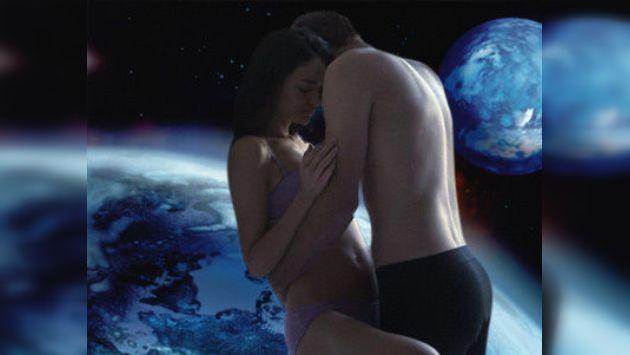 Falta de gravedad en el cuerpo humano dificultarían seriamente tener relaciones sexuales en el espacio. (Internet)