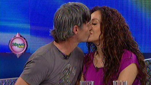 Se besaron en Magaly TeVe. (Imagen de TV)