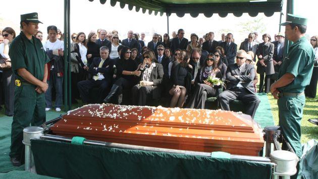 Los restos de javier silva ruete fueron enterrados hoy en for Horario cementerio jardines de paz
