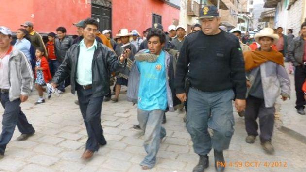 Fue obligado a caminar descalzo para confesar su crimen. (RPP)