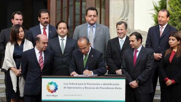 Presidente Felipe Calderón promulgó la ley en un evento.  (Televisa)
