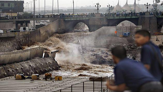 Un bloque de concreto cedió ante la presión de río Rímac. (David Vexelman)