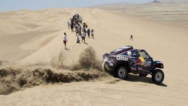 Carlos Sainz recuperó en paso en los desiertos al sur de Lima. (AP)