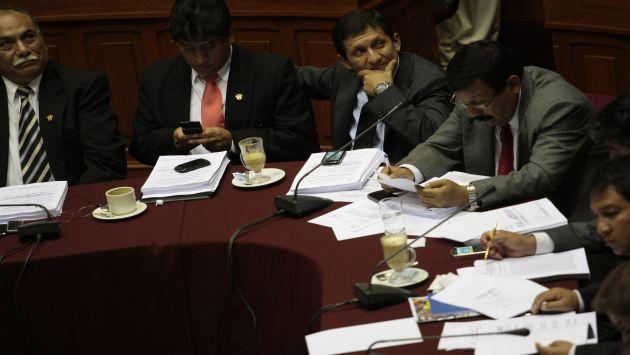 Víctor Isla presidió la sesión de la Comisión Permanente. (USI)