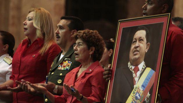 EN ESPERA. En La Habana chavistas oraban por salud de su líder. (Reuters)