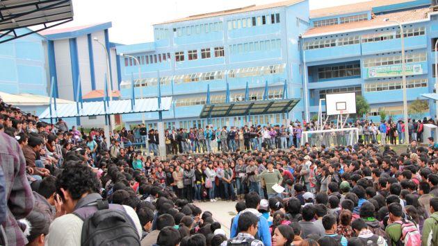 TIERRA DE NADIE. Indiferencia total en toma de sede universitaria. (USI)