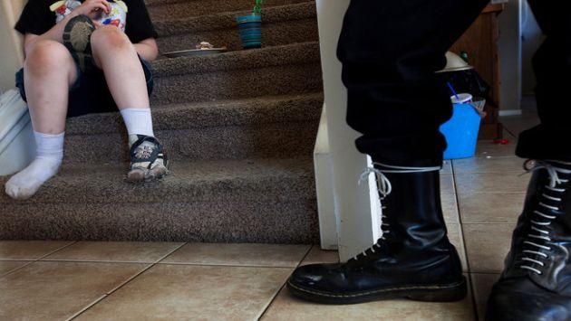 Padre e hijo luego de la reunión del movimiento neonazi, un día antes del asesinato (Julie Platner/NYT)