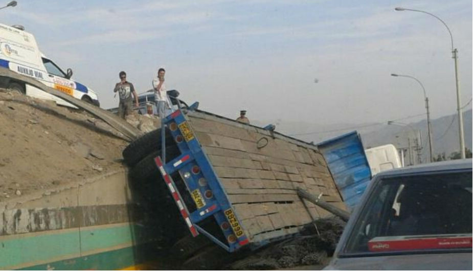Accidente, Javier Prado, Trébol de Javier Prado, Camión volteado
