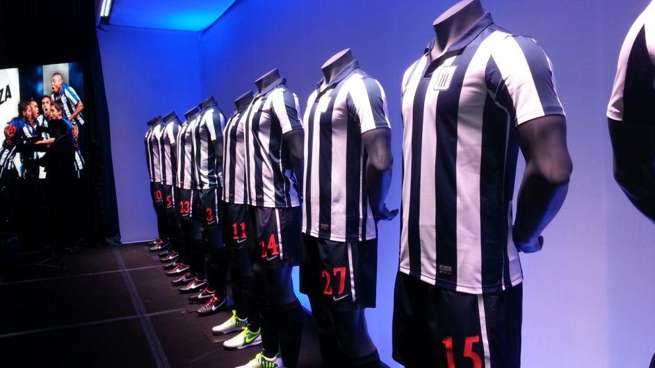 Nike presentó oficialmente la nueva camiseta para esta temporada (E. Lastra)