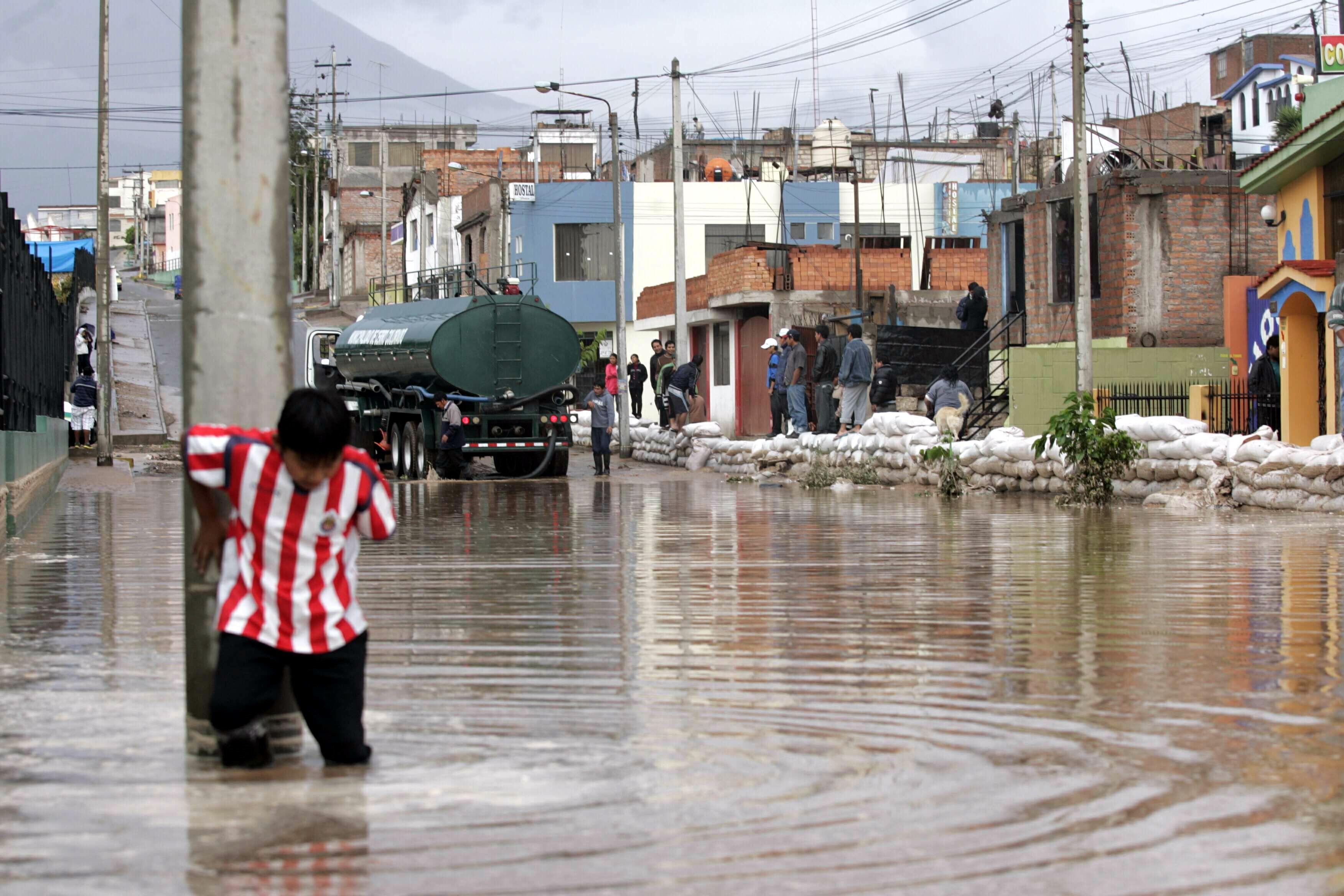 Perú declara estado de emergencia en zona selvática afectada por inundaciones