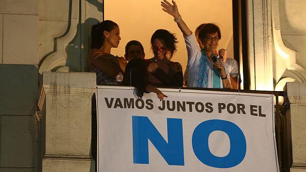 'Balconazo'. Villarán salió al balcón del hotel Bolívar para saludar a sus seguidores. (Rafael Cornejo)