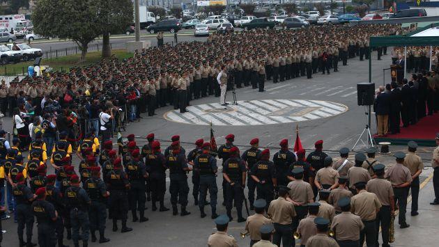 Una gran cantidad de policías fueron obligados a asistir a ceremonia de Pedraza. (Rafael Cornejo)