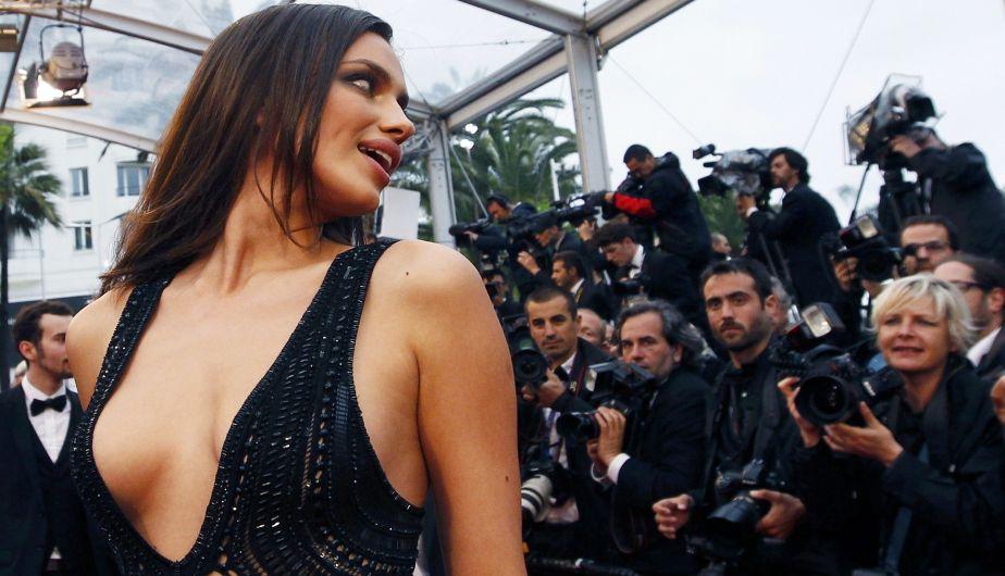 Futbolista  CR7  Novia  Escote  Alfombra Roja  Festival De Cannes
