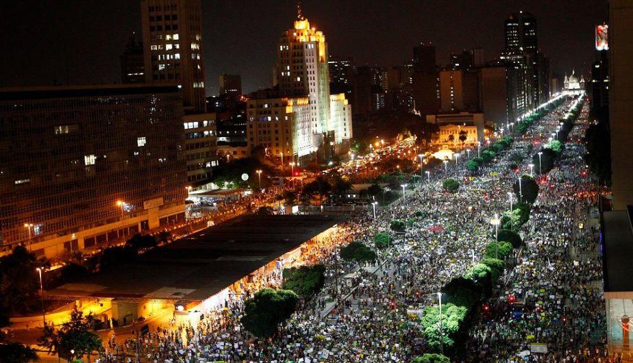 La avenida Presidente Vargas totalmente ocupada, (O Globo)