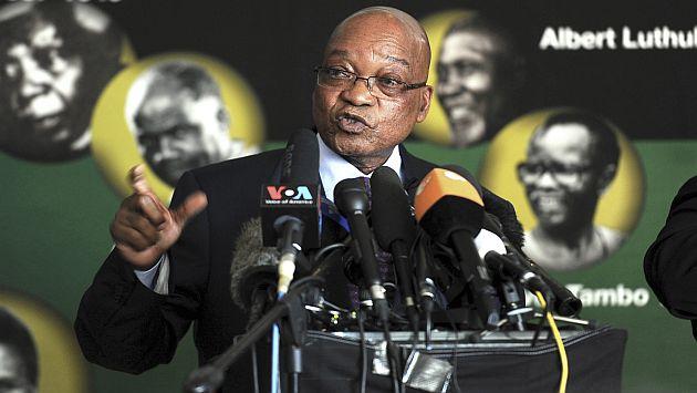El presidente sudafricano, Jacob Zuma, declara a la prensa extranjera en Johannesburgo. (AP)