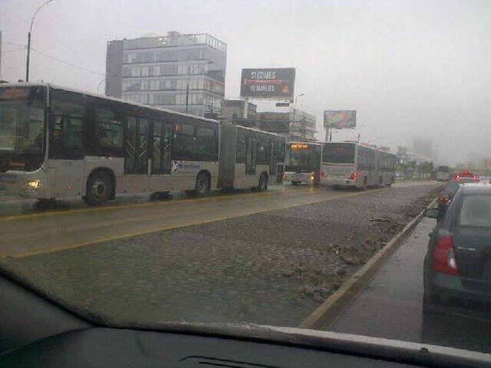 Avería de bus afectó el tránsito por el servicio de transporte público. (Foto: @greinap)