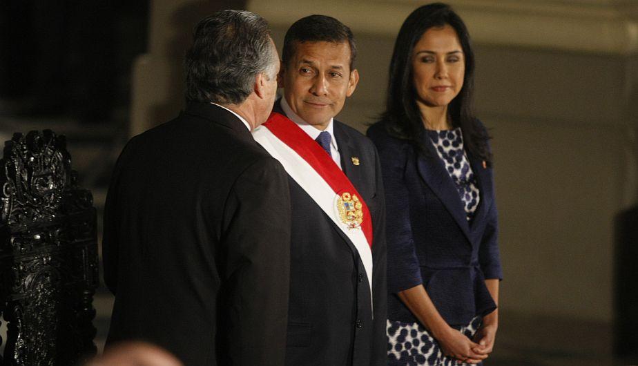 Un miembro de protocolo señaló el error a la pareja: Nadine ocupaba la silla del presidente. (Mario Zapata)