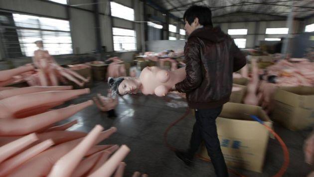 Hombres buscan tener sexo con muñecas hinchables por falta de mujeres. (Reuters)