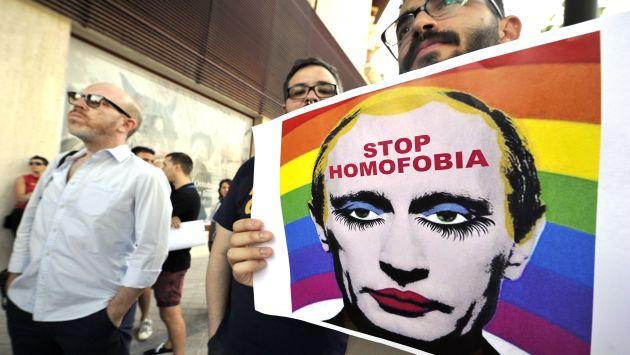 Cartel contra la homofobia con la cara de Valdimir Putin. (AFP)