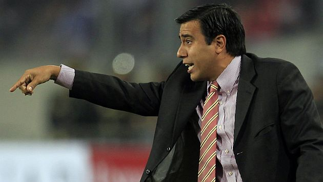 César Farías se debate entre jugadores suspendidos y lesionados. (Reuters)