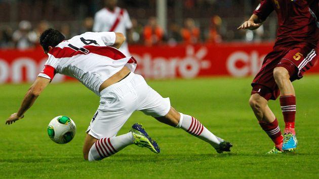 Claudio Pizarro estuvo impreciso en el ataque. (EFE)