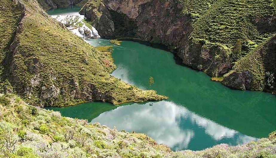 Esta reserva paisajística queda a 300 km al sureste de Lima. El pueblo de Yauyos se caracteriza por sus nevados, lagunas de aguas turquesas, cascadas cristalinas, quebradas y profundos cañones. (Internet)