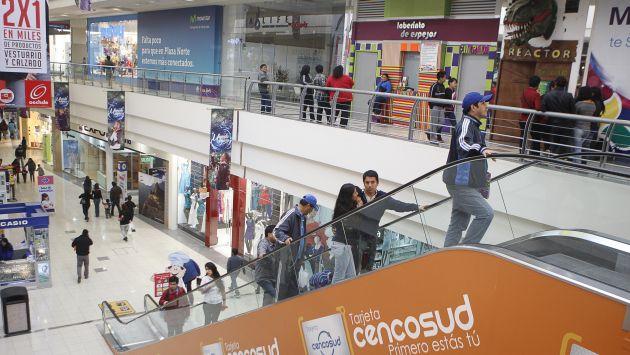 Mañana, sábado, los centros comerciales harán miles de ofertas por el Día del Shopping. (Peru21)