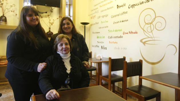 Diez personas trabajan a tiempo completo en D'Giulio Café. (David Vexelman)