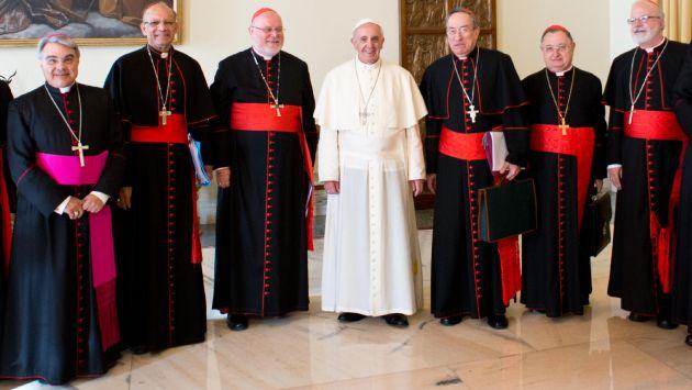 Papa Francisco al inicio de la reunión con ocho cardenales en el Vaticano. (AP)