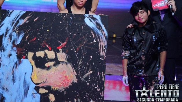 El joven artista pinta cuadros con sus manos. (Difusión)