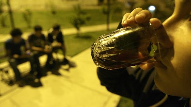 Consumo de alcohol y drogas en menores aumenta a nivel nacional. (Perú21)
