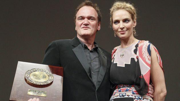 Quentin Tarantino posa a lado de su actriz fetiche, Uma Thurman. (AP)