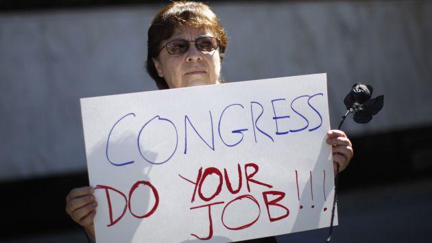 Solo el 29% de los encuestados creen que su economía se encuentra en buena forma. (Reuters)
