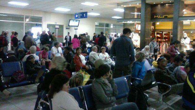 Pasajeros varados por retraso de vuelos en el Cusco. (Facebook)