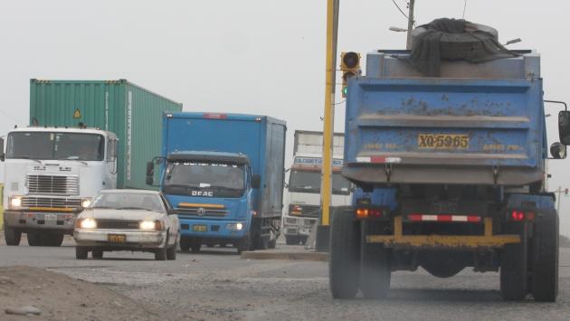 Tránsito de camiones no mejora en Av. Gambetta. (USI