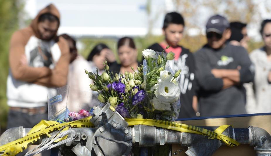 Admiradores de Paul Walker visitaron el lugar donde el actor de Rápidos y Furiosos perdió la vida. (Reuters)