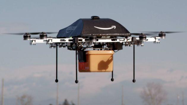 Amazon planea usar drones para entregar paquetes a sus clientes. (AFP)