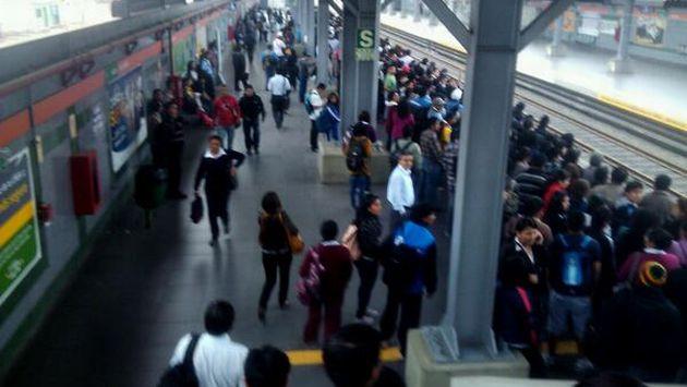 Largas colas por interrupción del Metro de Lima. (@pedro52414416)