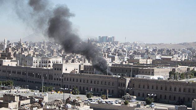 Atentado a Ministerio de Defensa en Yemen dejó 52 muertos. (Reuters)