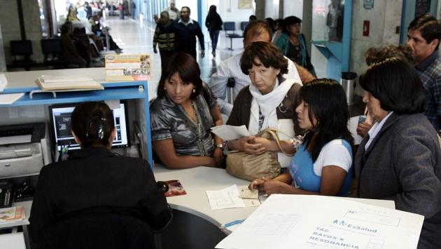 Pacientes se quejan por demoras en hospitales. (Heiner Aparicio)