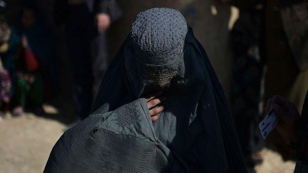 Afganistán: Detienen a niña de 10 años que iba a cometer ataque suicida. (AFP)